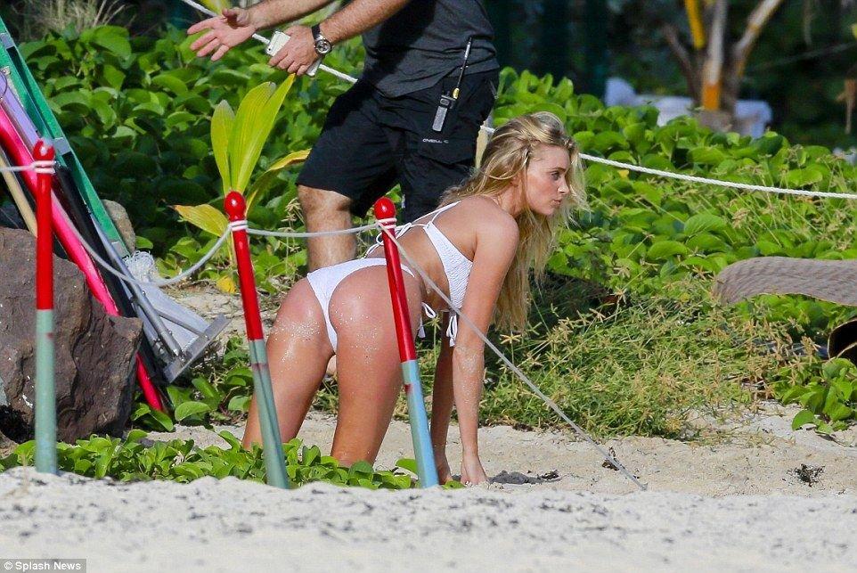 Elsa Hosk in a Bikini (15 Photos)