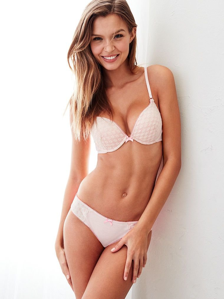 Josephine Skriver Sexy (35 Photos)