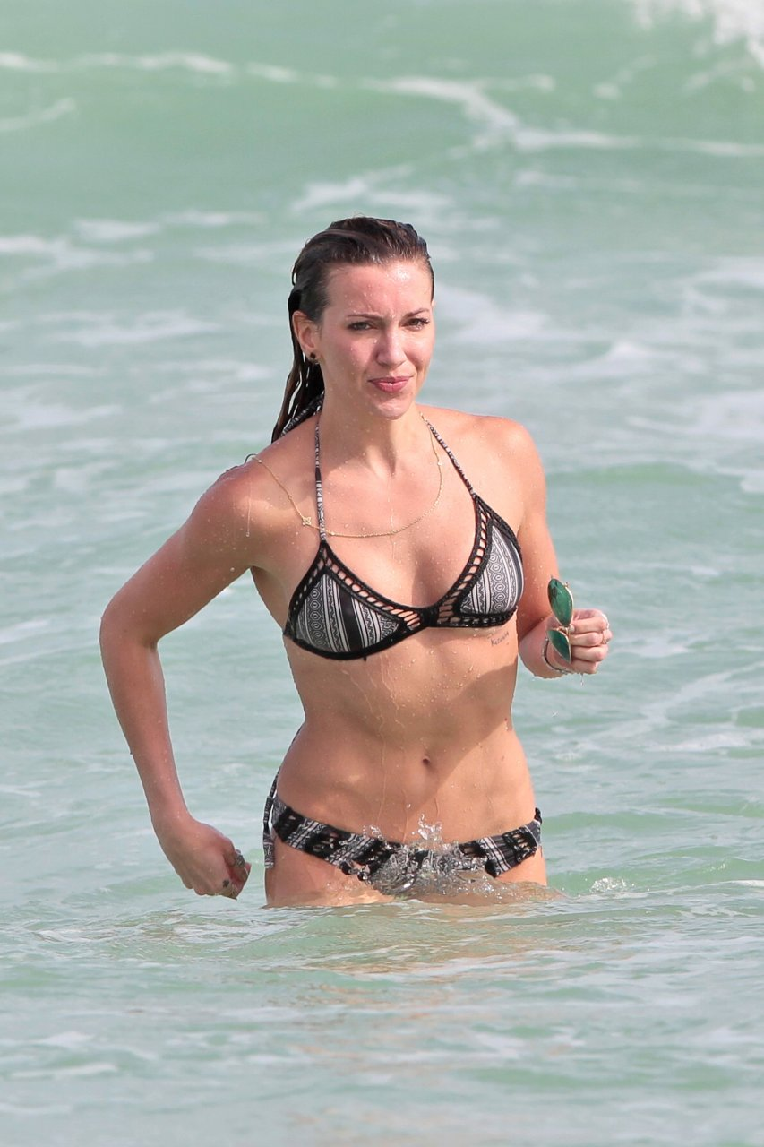 naked photos of katie cassidy