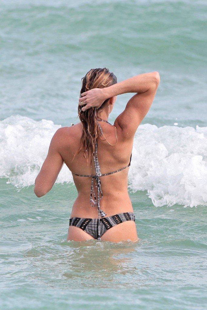Katie Cassidy Sexy (24 Photos)