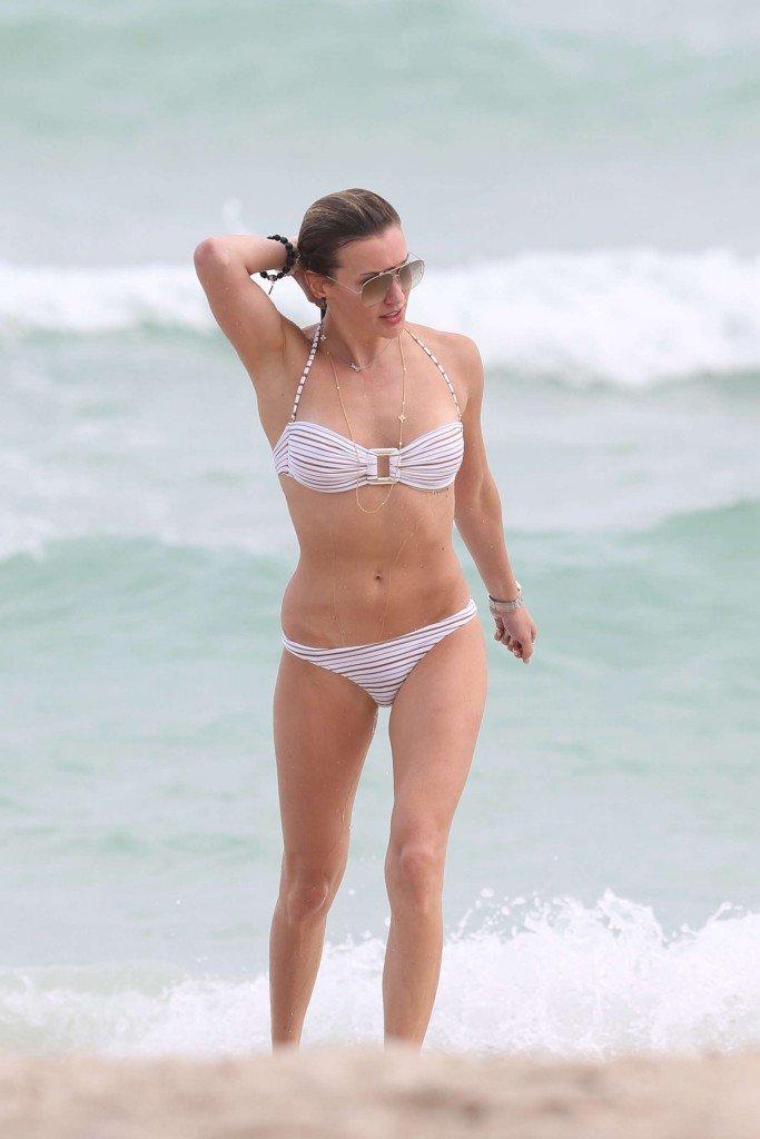 Katie Cassidy in a Bikini (16 Photos)