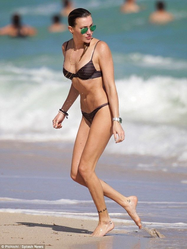 Katie Cassidy Sexy (117 Photos)