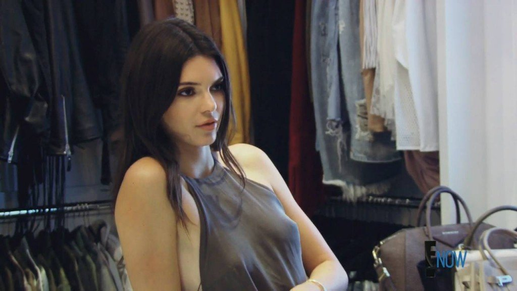 Kendall-Jenner-Braless-4