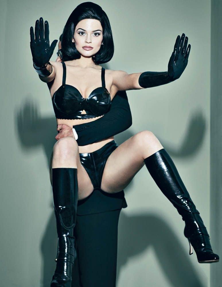 Kylie Jenner Sexy (12 Photos)