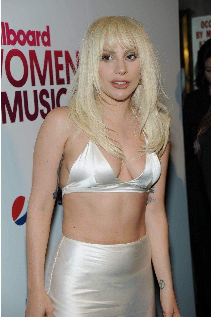 Lady Gaga Cleavage (27 Photos)
