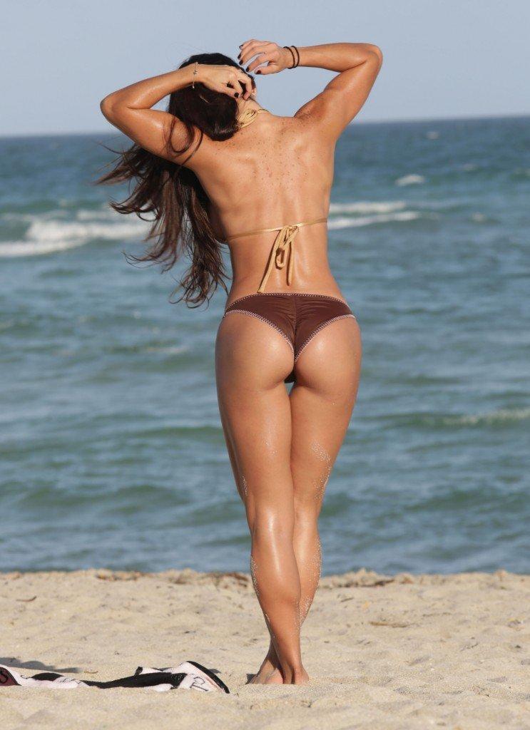 Michelle-Lewin-in-a-Bikini-15