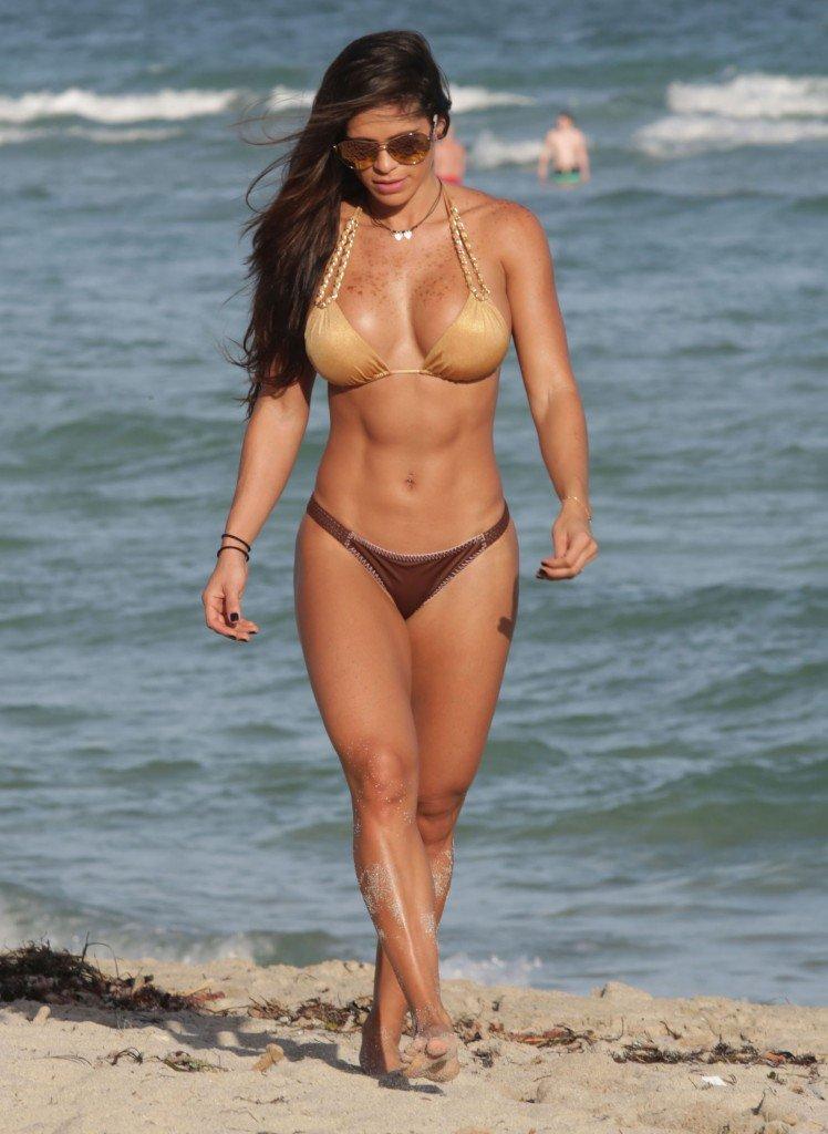 Michelle-Lewin-in-a-Bikini-18