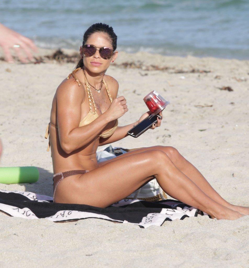 Michelle-Lewin-in-a-Bikini-22