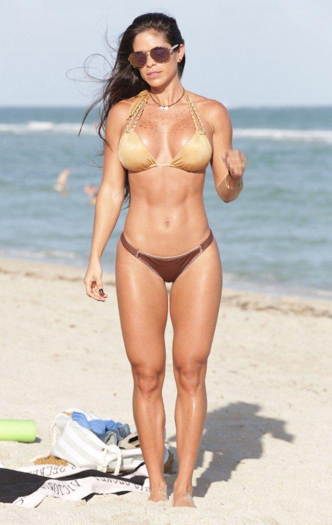 Michelle-Lewin-in-a-Bikini-25