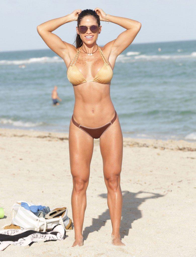Michelle-Lewin-in-a-Bikini-27