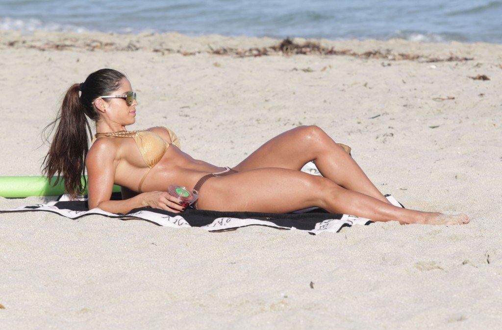 Michelle-Lewin-in-a-Bikini-4