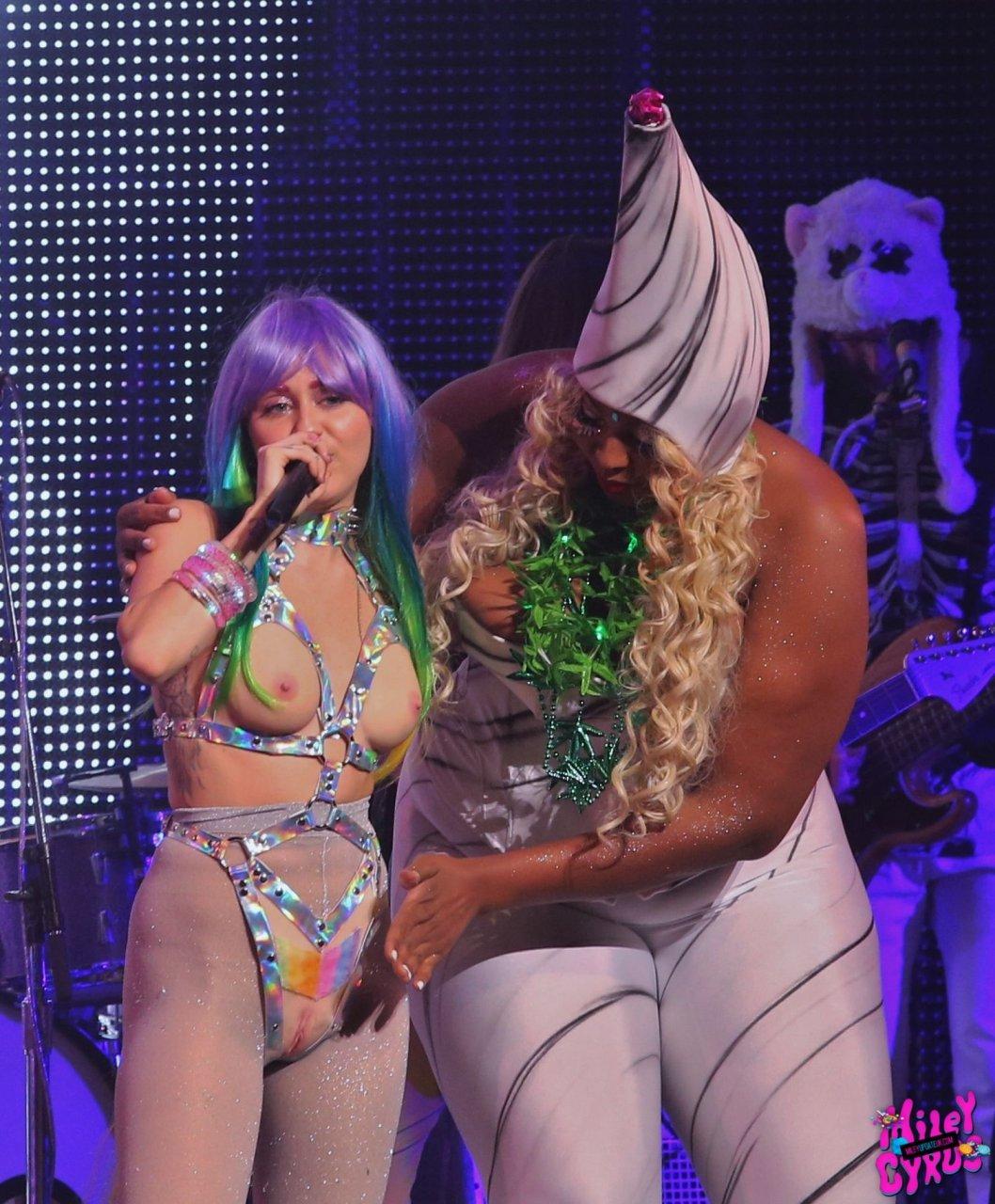 Miley cyrus strapon