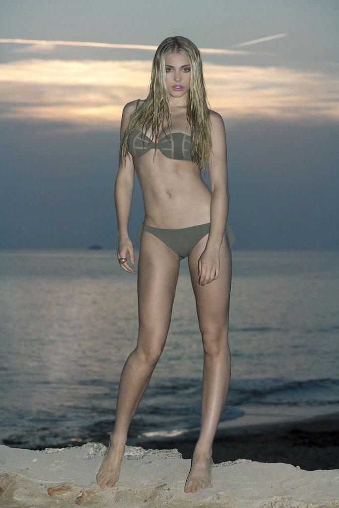Nicole Neal Sexy & Topless (3 Photos)