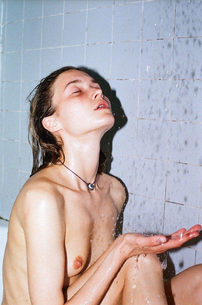 Nina de Raadt Nude (1 Photo)