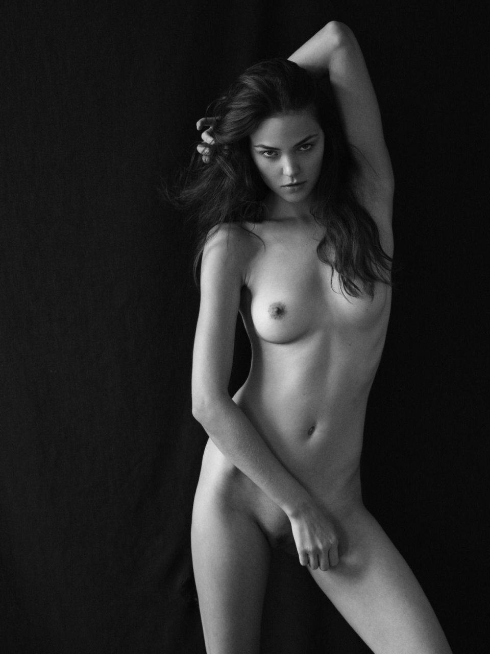 Nadja Kiss Naked 5