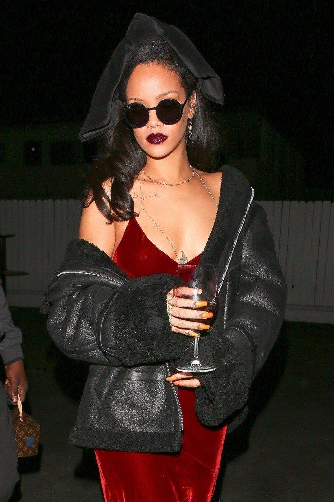 Rihanna Braless (9 Photos)
