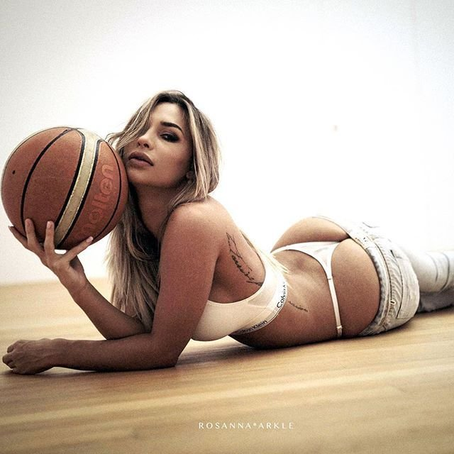 Rosanna-Arkle-Sexy-Nude-Topless-38