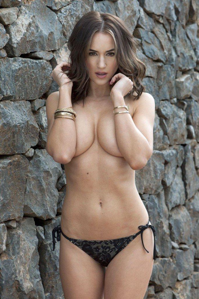 Rosie Jones Topless (4 Photos)