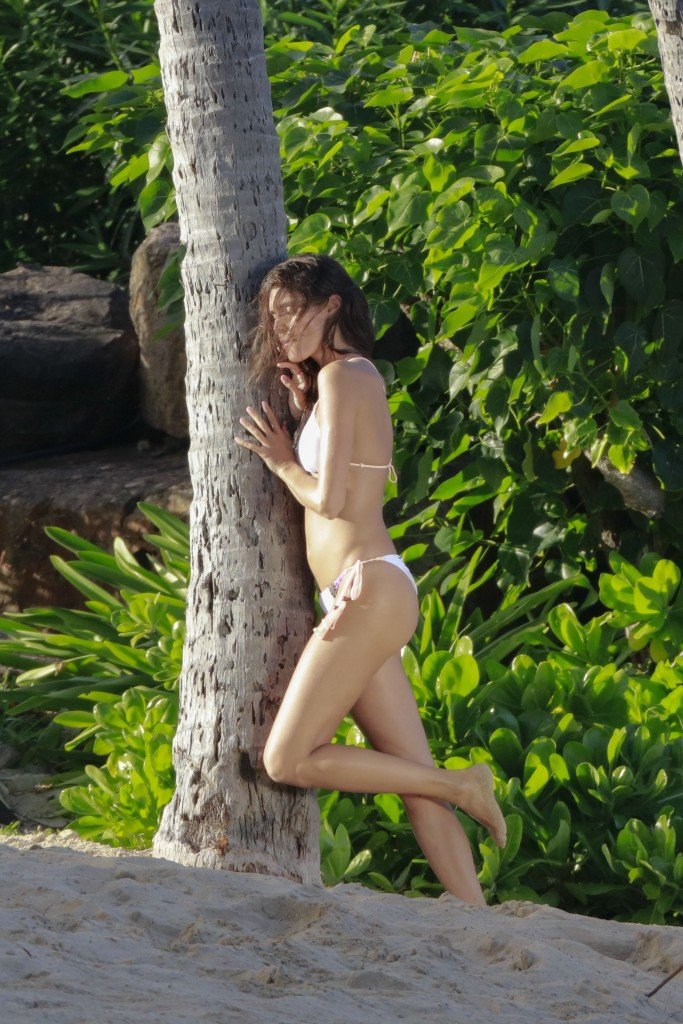 Sara Sampaio in a Bikini (21 Photos)