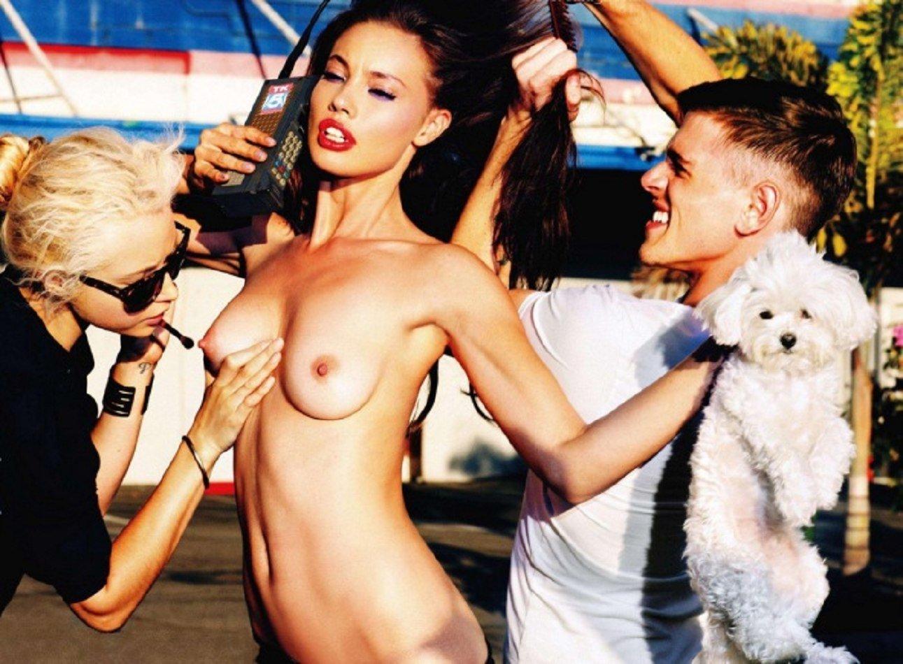 Репортёрша на съёмках порно фото 628-769