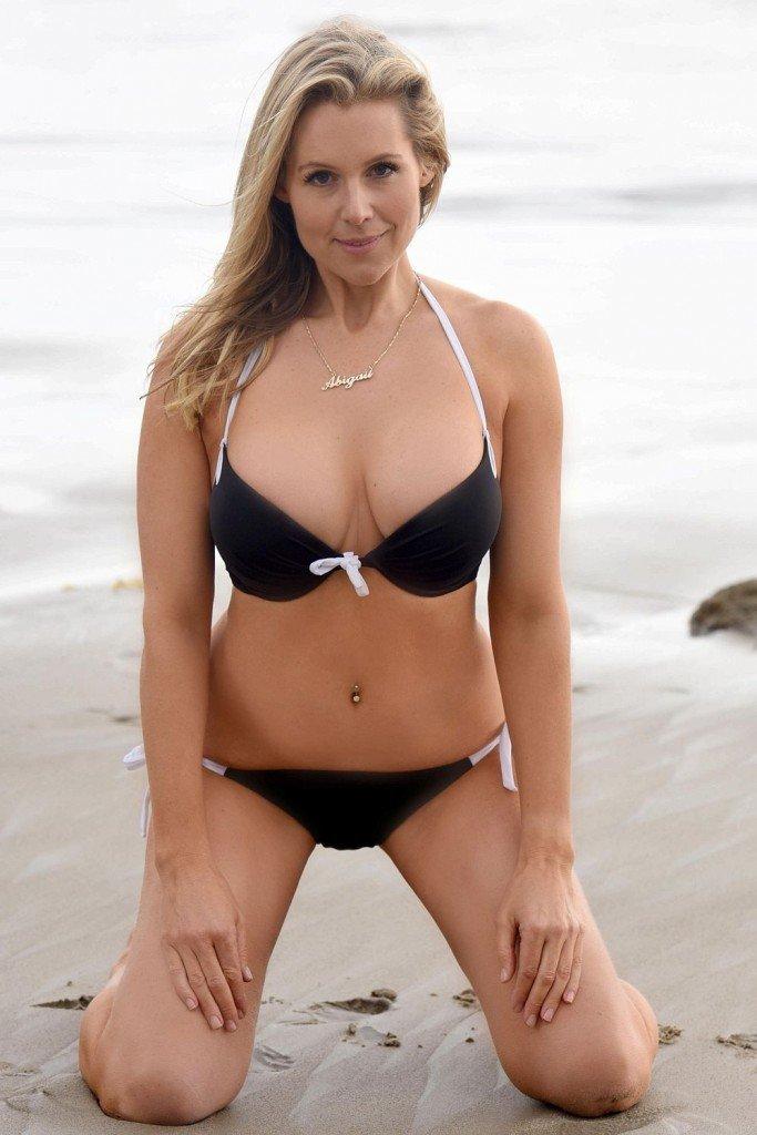 Abi-Titmuss-in-a-Bikini-2