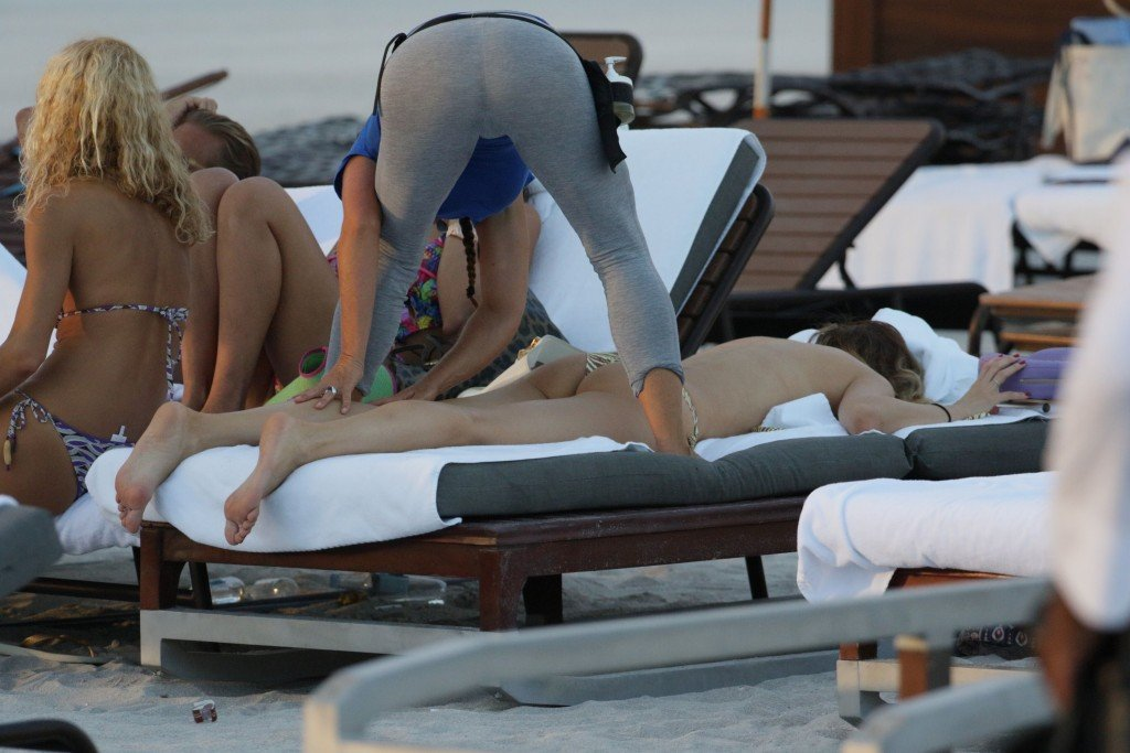 Aida Yespica in a Bikini (19 Photos)