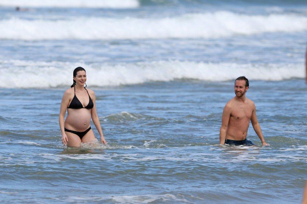 Anne Hathaway in a Bikini (38 Photos)