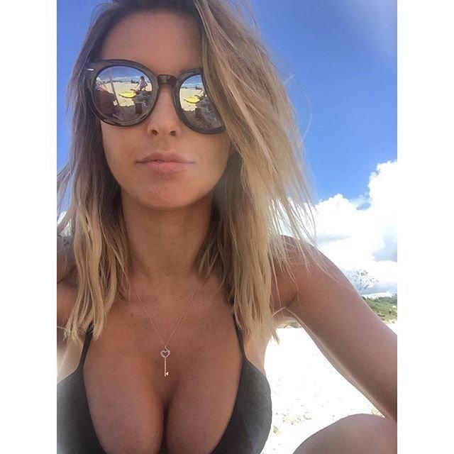 Audrina Patridge in a Bikini (7 Photos)