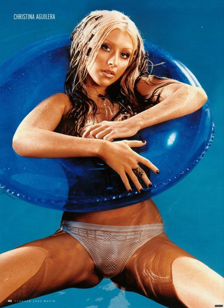 Christina-Aguilera-Topless-18