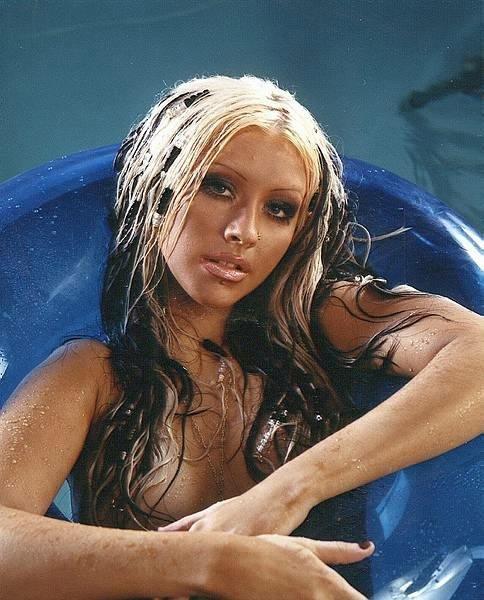 Christina-Aguilera-Topless-19