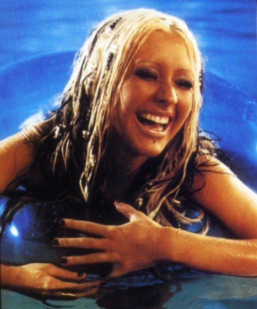 Christina-Aguilera-Topless-28