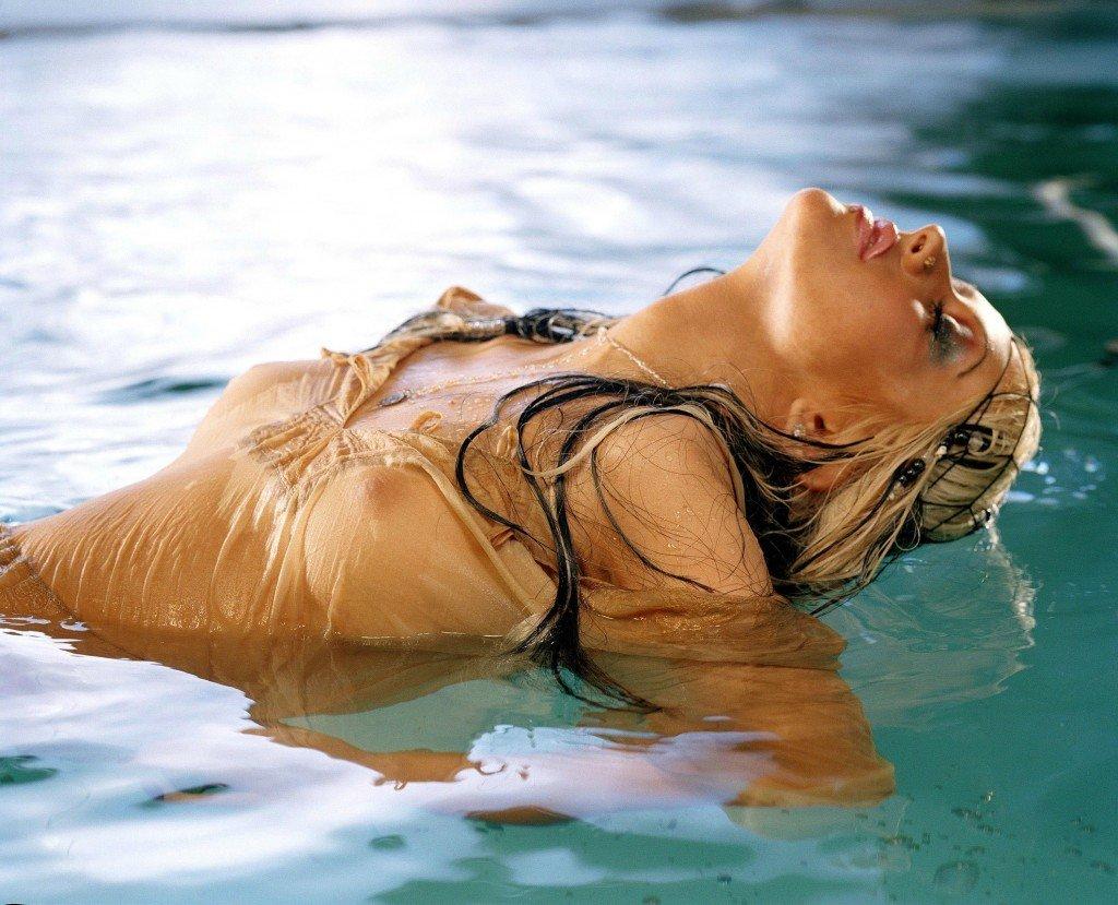 Christina-Aguilera-Topless-31