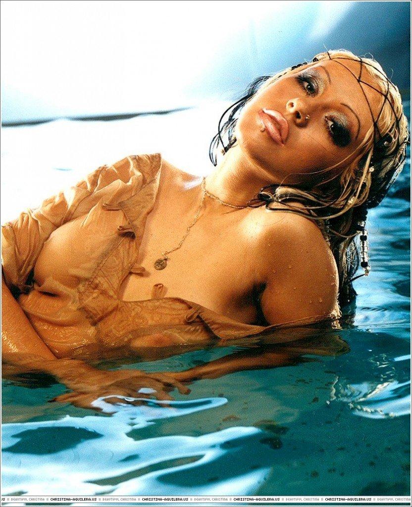 Christina-Aguilera-Topless-32