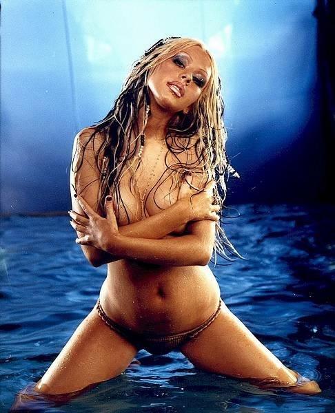 Christina-Aguilera-Topless-4