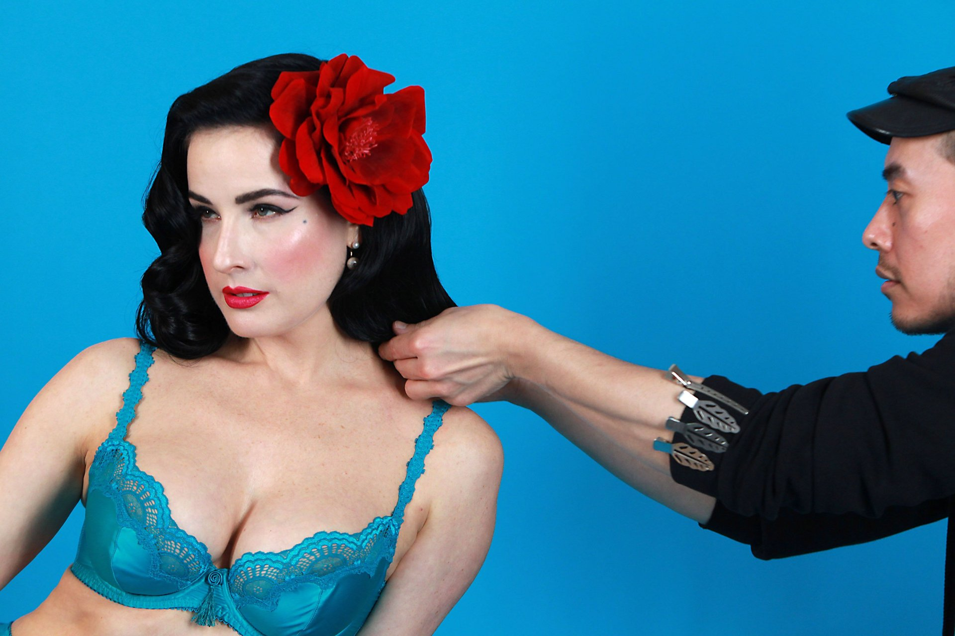 Dita von teese and flower edwards poolside pussyside 9