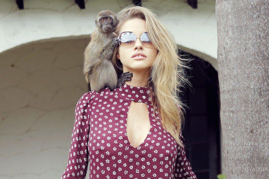 Elle Brittain Sexy & Topless (28 Photos)