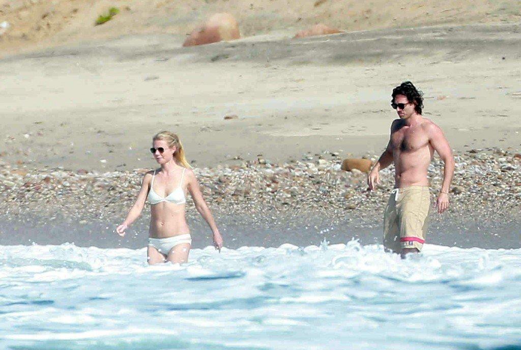 Gwyneth-Paltrow-in-a-Bikini-11