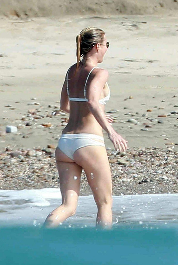 Gwyneth-Paltrow-in-a-Bikini-4