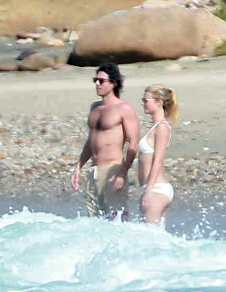 Gwyneth-Paltrow-in-a-Bikini-5