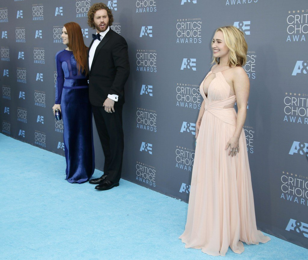 Actress Hayden Panettiere (R) poses alongside actor T.J. Miller and his wife Kate as they arrive at the 21st Annual Critics' Choice Awards in Santa Monica, California January 17, 2016.  REUTERS/Danny Moloshok