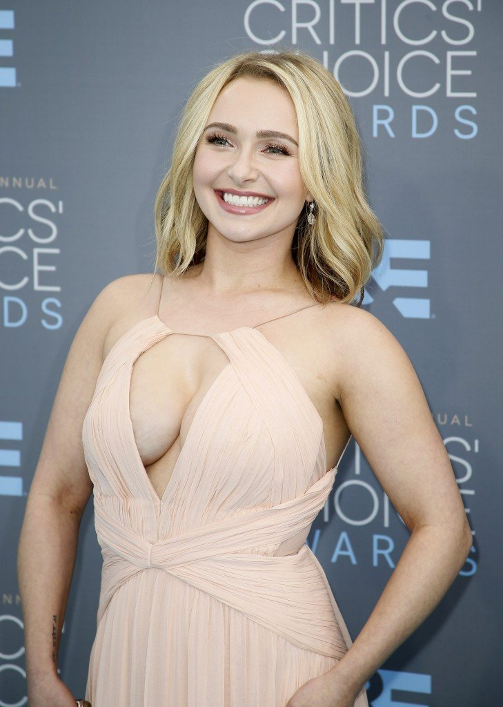 Hayden-Panettiere-Cleavage-14