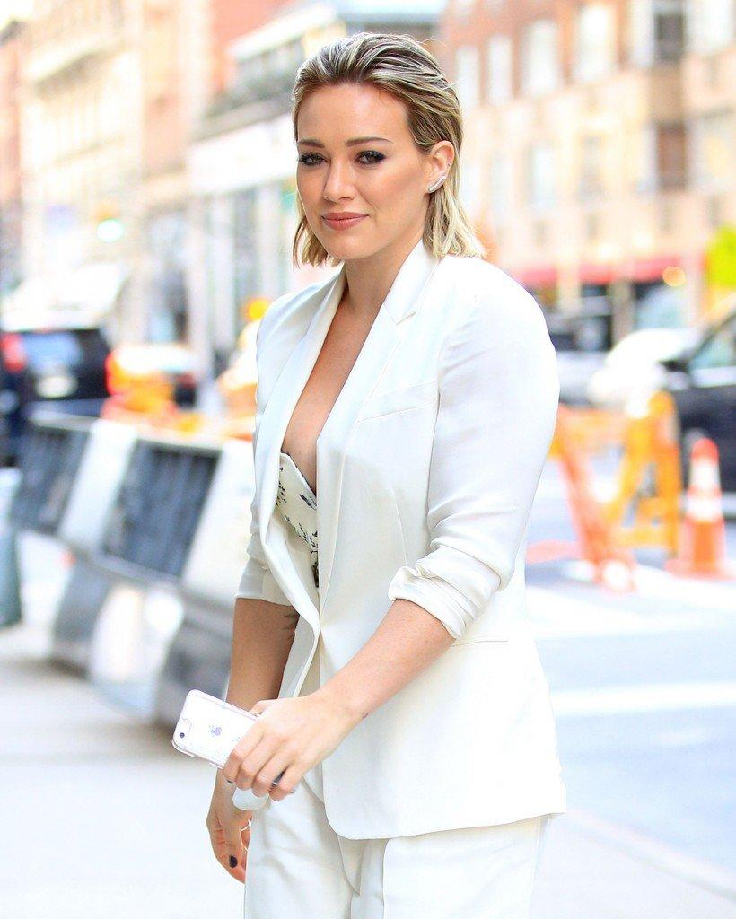 Hilary Duff Nipple Slip (119 Photos)