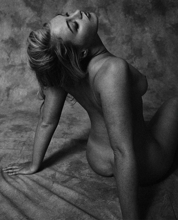 iskra lawrence nude