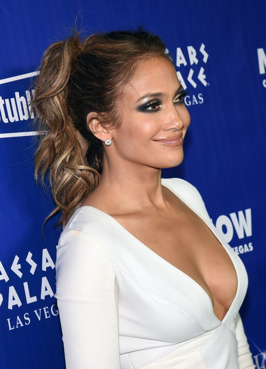 Jennifer Lopez Cleavage Nude Photos 74