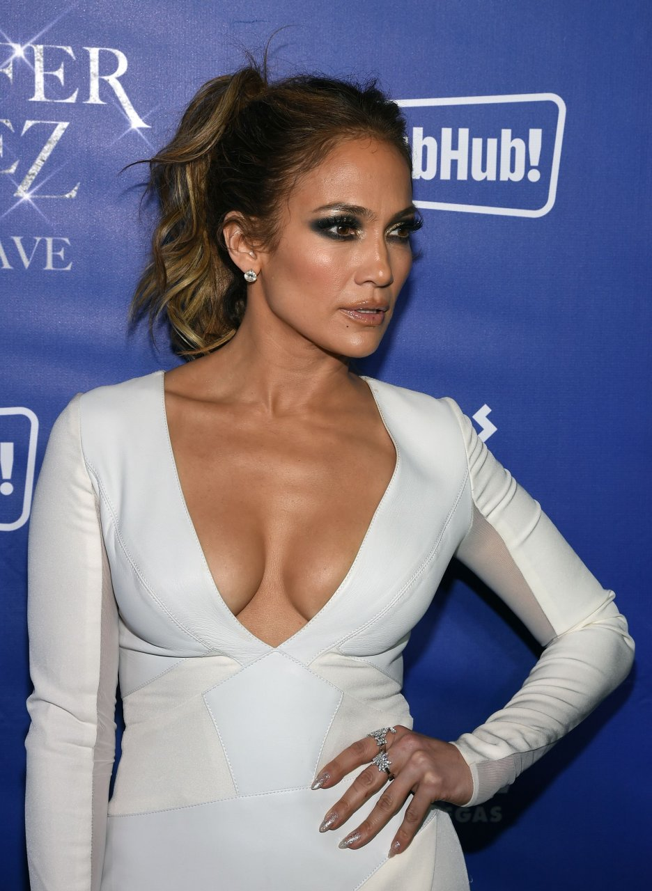 Jennifer Lopez Cleavage (40 Photos) | #TheFappening Jennifer Lopez