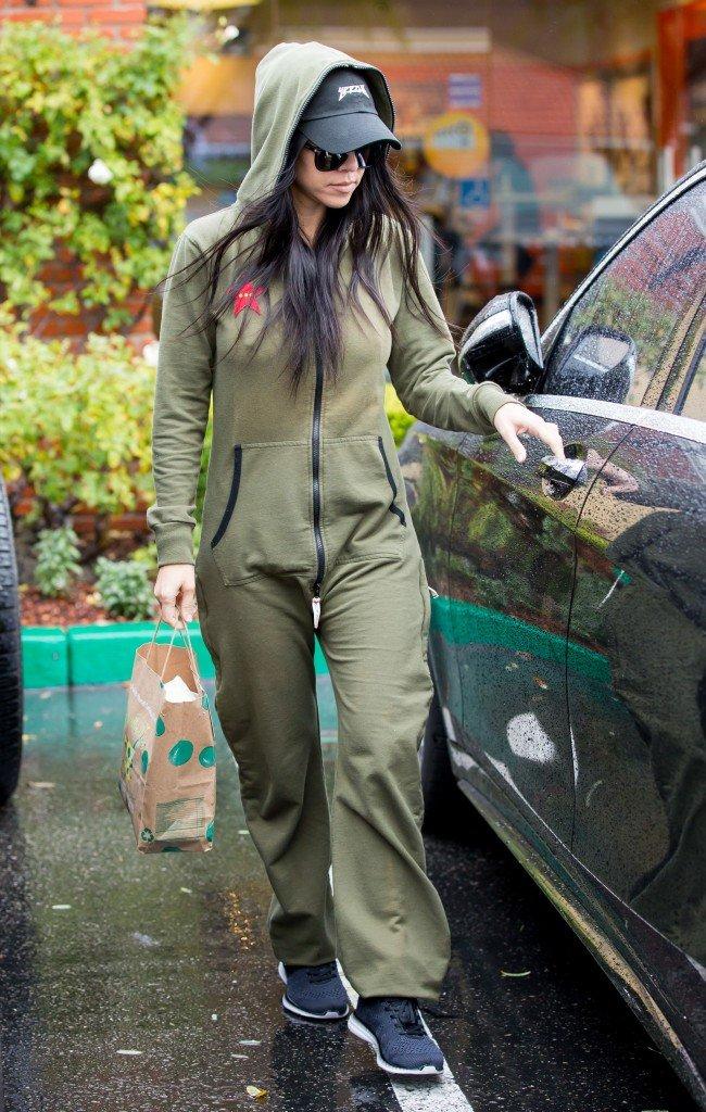 Kourtney Kardashian Pokies (10 Photos)