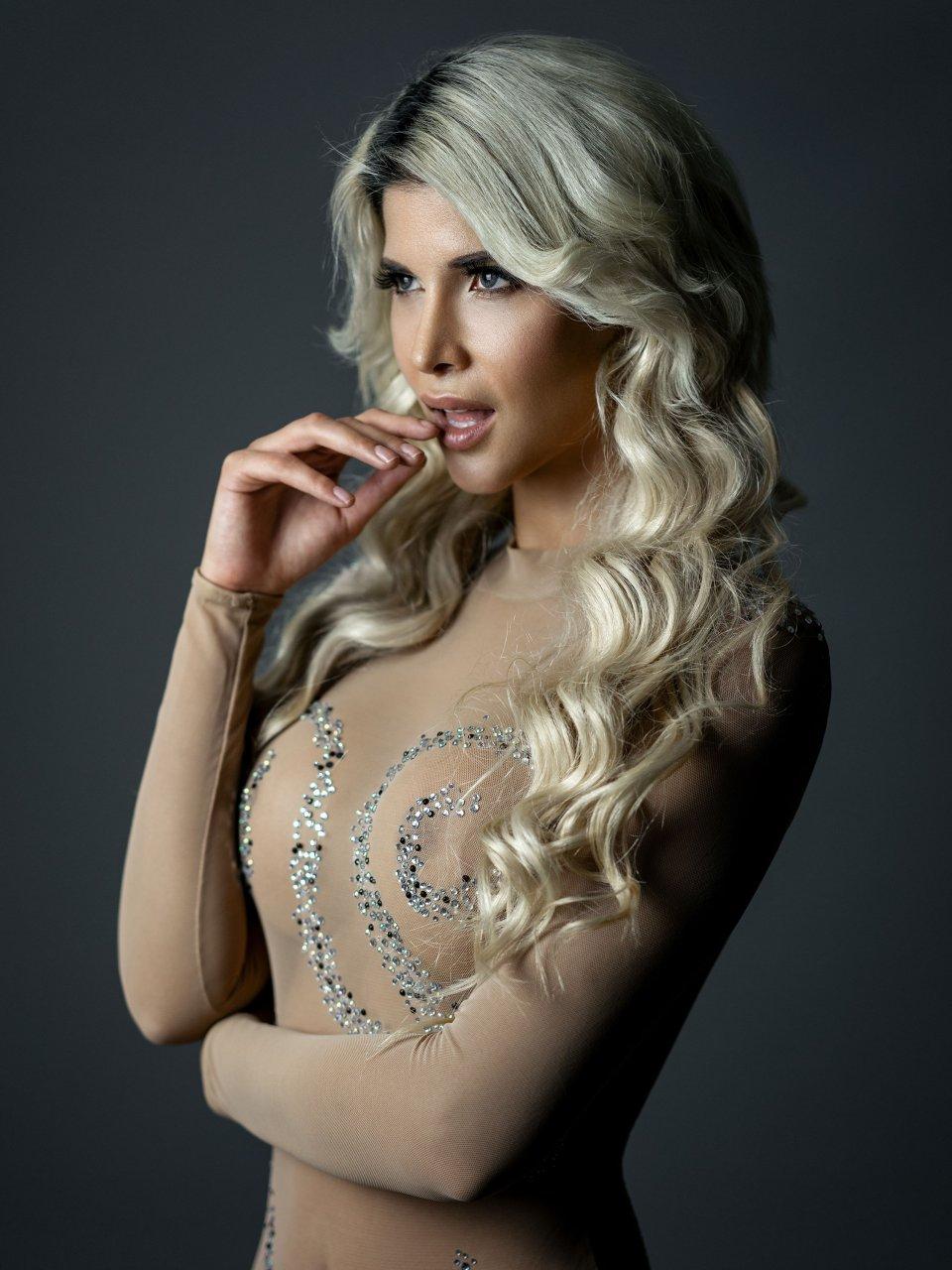 photo Nude photos of Gwen Garcia from Hombre Magazine. Gwen Garcia is a model. Instagram: Twitter