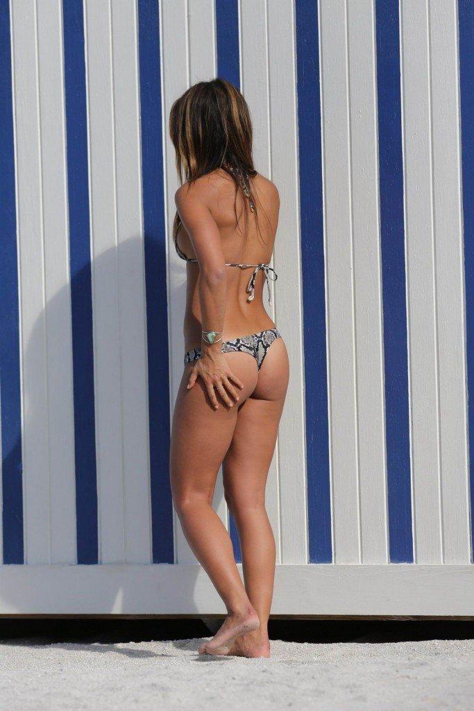 Rachel Barnes in a Bikini (9 Photos)