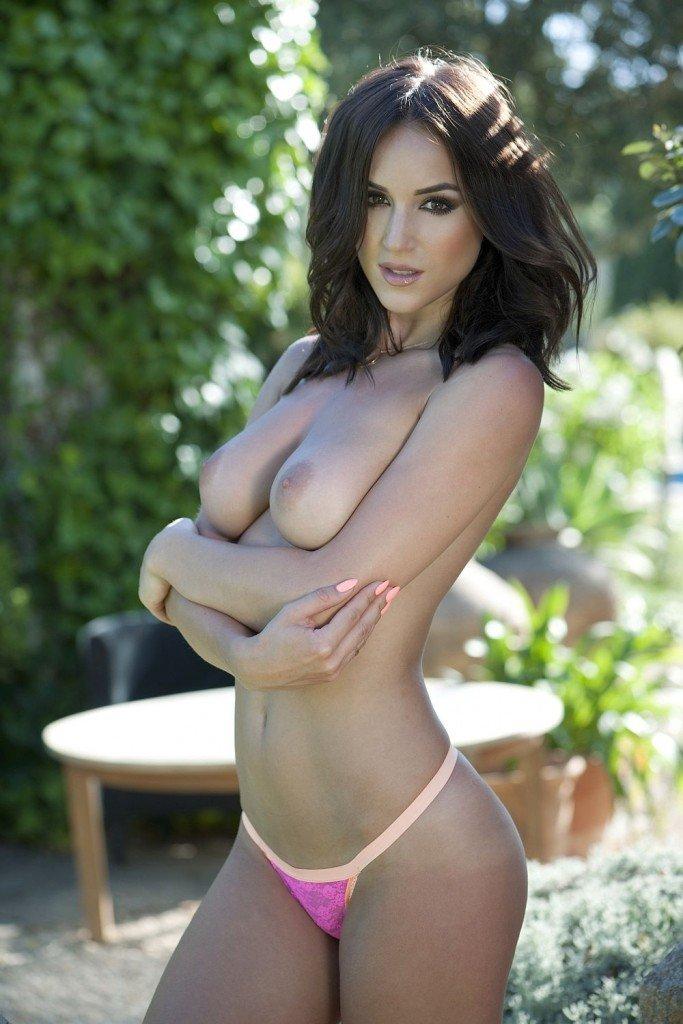 Rosie-Jones-Topless-1