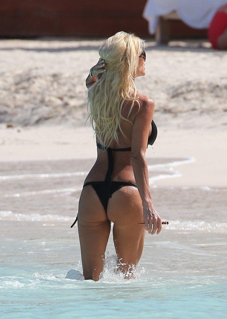Victoria-Silvstedt-in-a-Bikini-13